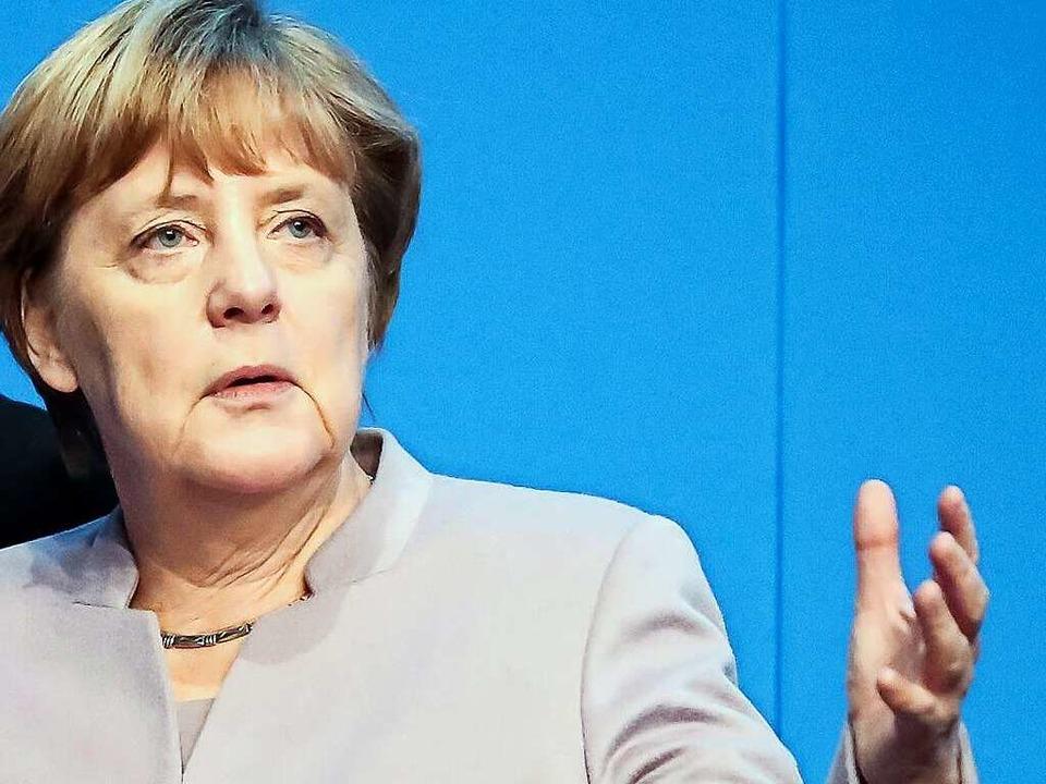 Angela Merkel bei Vorbereitungen zum Bundesparteitag der CDU  | Foto: dpa