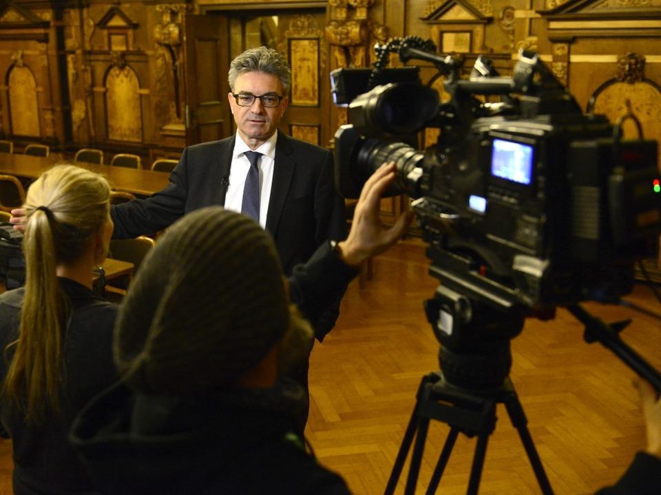 Der Medienauftrieb in der Stadt ist na...eam Oberbürgermeister Dieter Salomon.   | Foto: Ingo Schneider