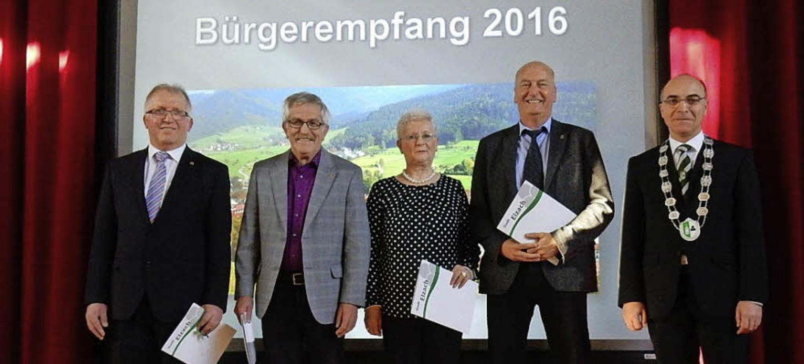 Bernhard Maier, August Disch, Maria Gu...rgermeister Roland Tibi (re.) geehrt.   | Foto: Meier