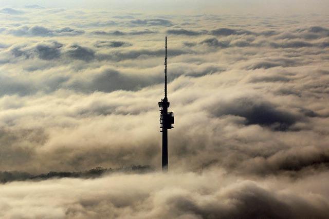 Chrischonaturm über dem Nebel