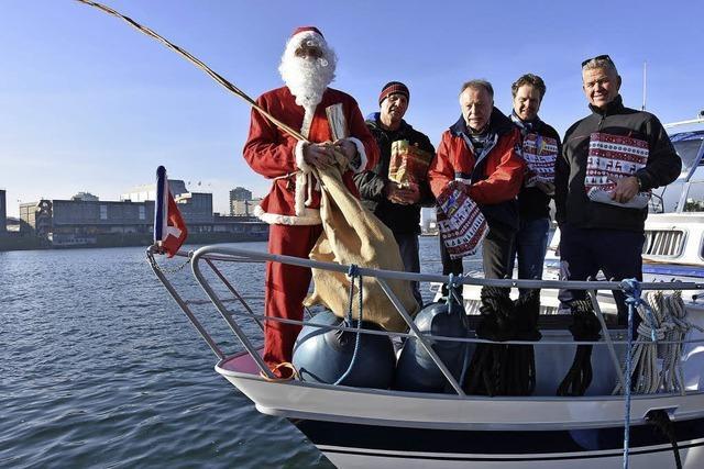 Weihnachtsmann fährt zu den Rheinschiffern