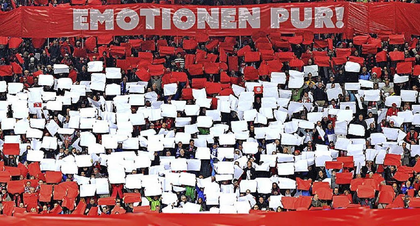 Mit etwas Tipp-Glück kann man Tickets für Heimspiele des SC Freiburg gewinnen.  | Foto: Foto/Montage: BZ