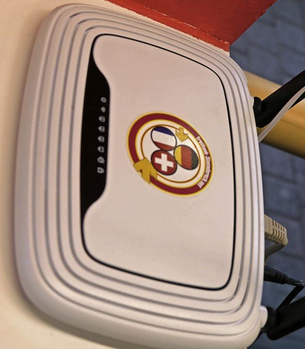 Der neue Freifunk-Router in der Touris... WLAN im Kursaal und am Bahnhofsplatz.  | Foto: Nino Betz