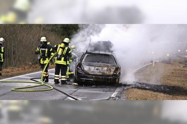 Fahrzeug fängt Feuer