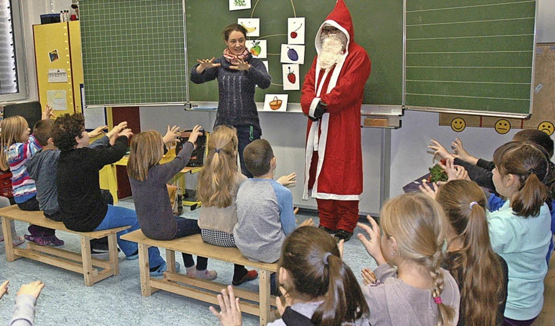<BZ-FotoAnlauf>Max-Metzger-Schule:</BZ...rund 300 Grättimänner an die Schüler.   | Foto: ZVG