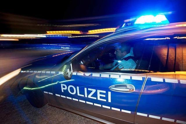 Spezialeinsatzkommando holt 26-Jährigen, der Polizisten bedroht hat, aus seiner Wohnung in der Moltkestraße