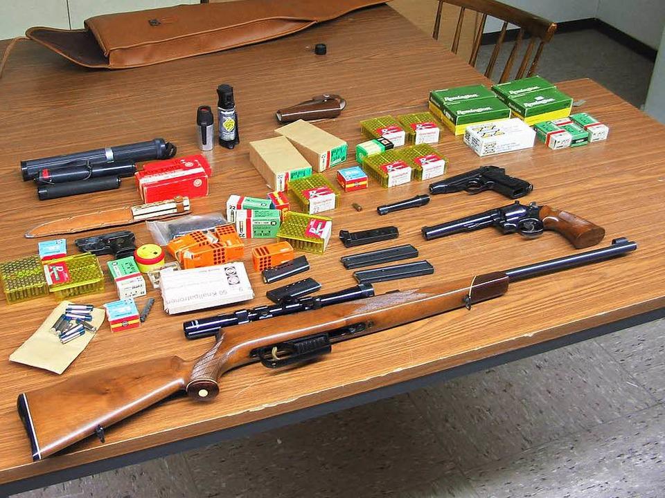 Die beschlagnahmten Waffen  | Foto: Amt für öffentliche Ordnung