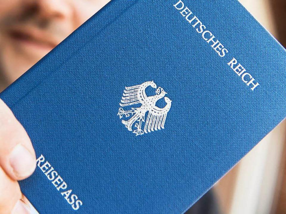 Reichsbürger erkennen die Bundesrepubl...en dagegen noch an das Deutsche Reich.  | Foto: dpa