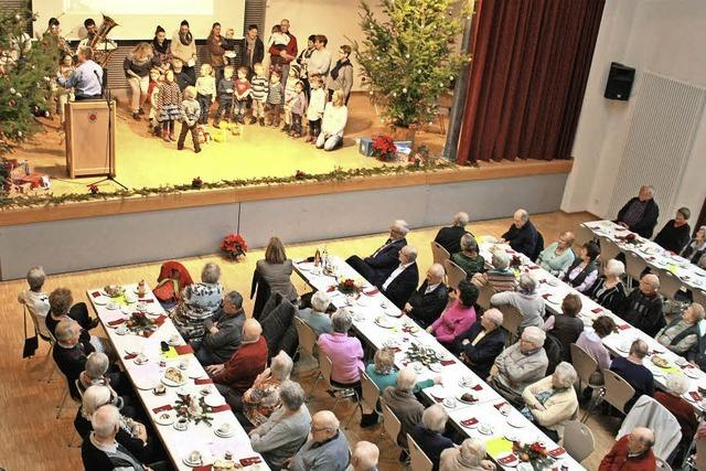 200 Senioren bei Herbolzheimer Adventsfeier