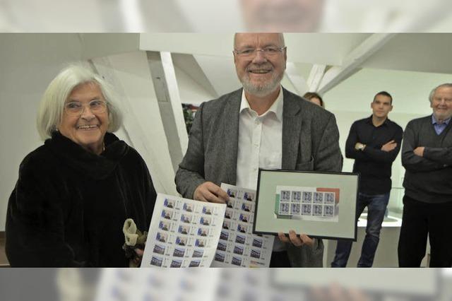 Stadt toppt die Post mit eigener Briefmarke zu Hans-Theo Baumann