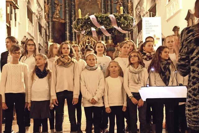 140 Musikanten beim Weihnachtskonzert des Scheffelgymnasiums