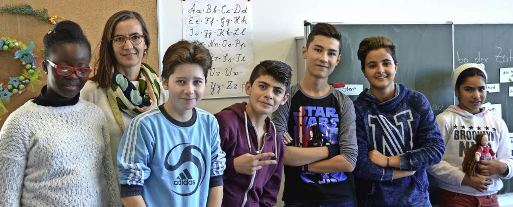 Rafaela Olwitz, Lehrerin der Vorbereit... , Amir, Bilara und Laila  (von links)  | Foto: Janina Ruth