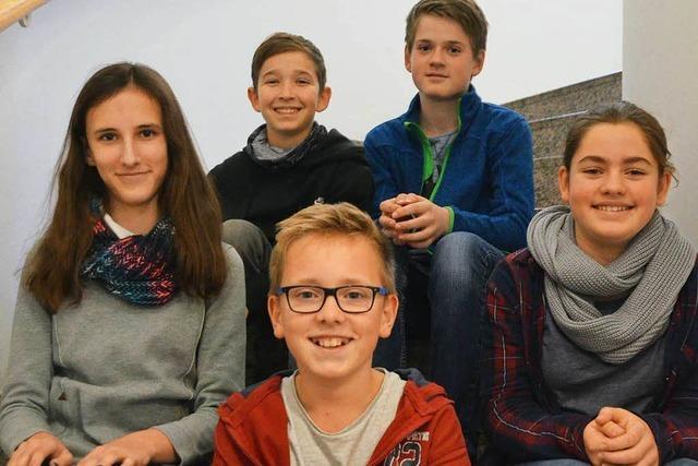 Schüler finden 30.000 Euro, Besitzer dankt mit Schokolade