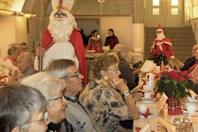 Senioren feiern den Advent