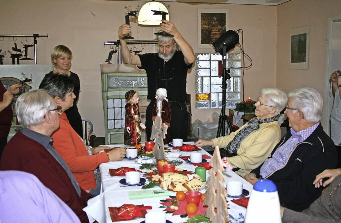 Wo die Puppen tanzen:  Stefanie  und A...sfeier mit ihrem Puppenspiel bestens.     Foto: Lacher