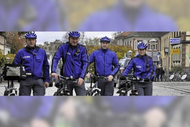 Während der Weihnachtmarkt-Zeit patroullieren deutsche Polizisten und französische Gendarmen auf dem Fahrrad