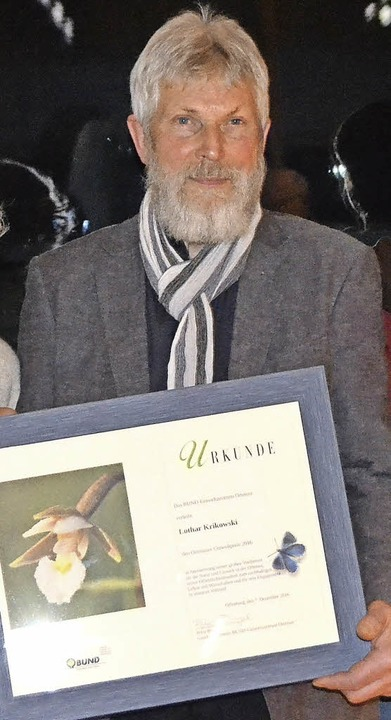 Lothar Krikowski mit seiner Urkunde   | Foto: Karin Reimold