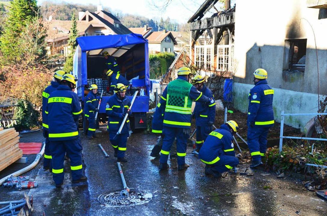 Gerüstbausätze aus vier seiner Ortsver...s Technische Hilfswerk zum Einsatzort.  | Foto: Manfred Frietsch
