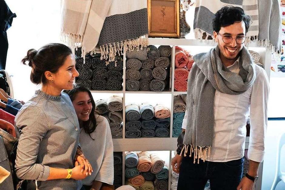 Selbstdesignte Schmuckstücke, bunte Socken, nachhaltige Schuhe: Auf dem Stijl-Markt in der Mensa Remparstraße gibt es viel Kreatives zu entdecken. (Foto: Miroslav Dakov)