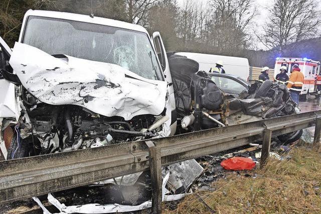 Blitzeis: 34-Jährige stirbt bei Unfall