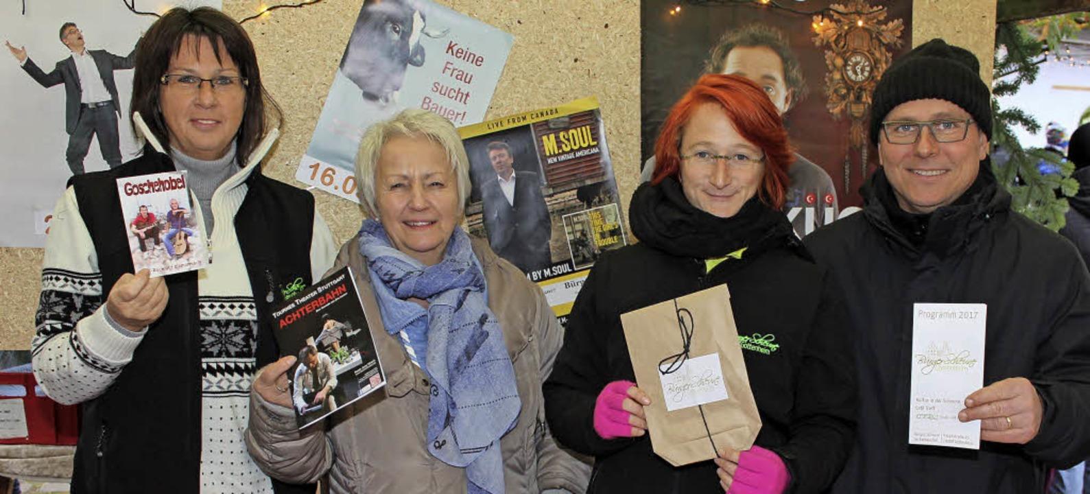 Mitglieder der Bürgergruppe Bürgersche...rogramm 2017 vor und boten Karten  an.  | Foto: Mario Schöneberg