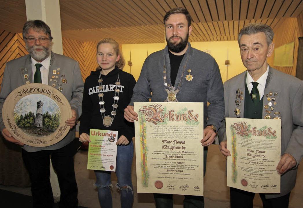 Oberschützenmeister Siegfried Woywod, ... 2. Ritter Erhard Eichin (von links).   | Foto: Privat