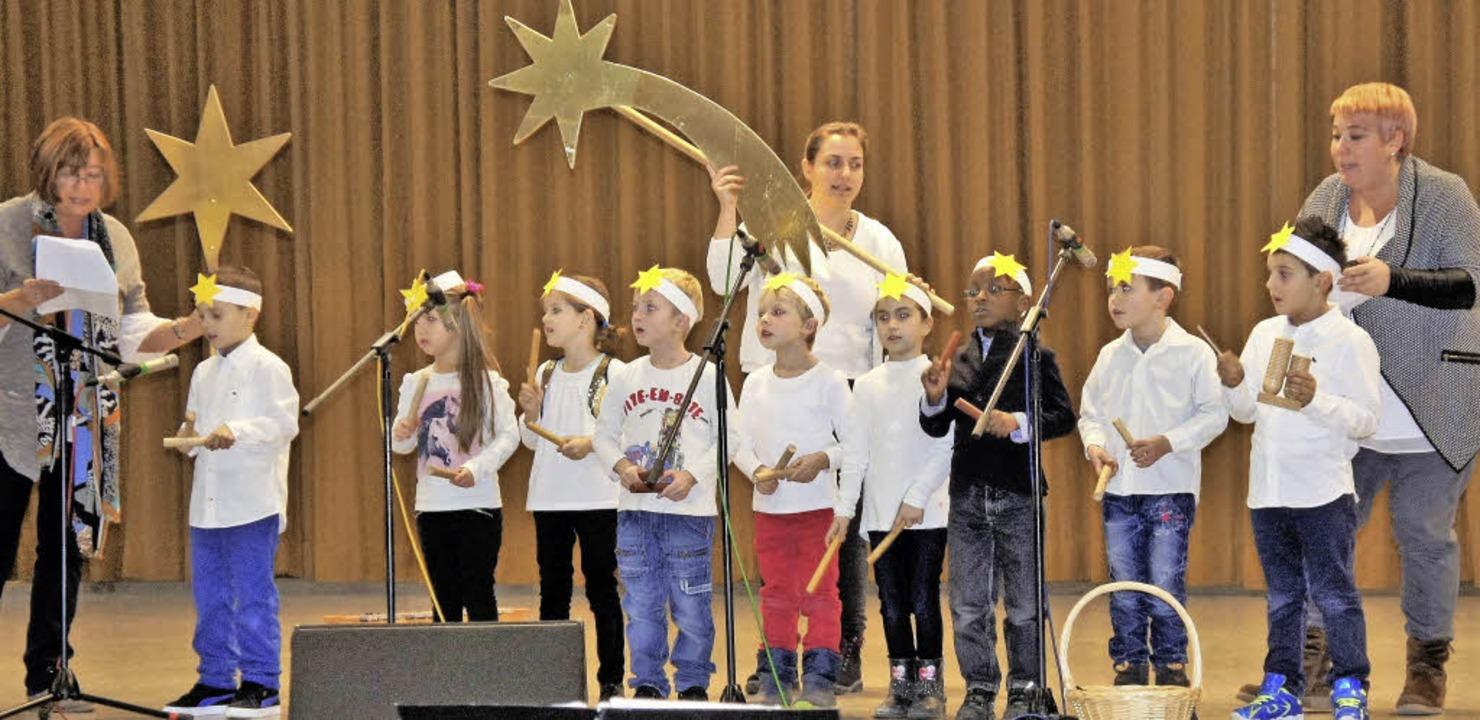 Der Kindergarten Rhina erfreute die Se...nachmittag mit Liedern und Gedichten.     Foto: Reinhard Herbrig