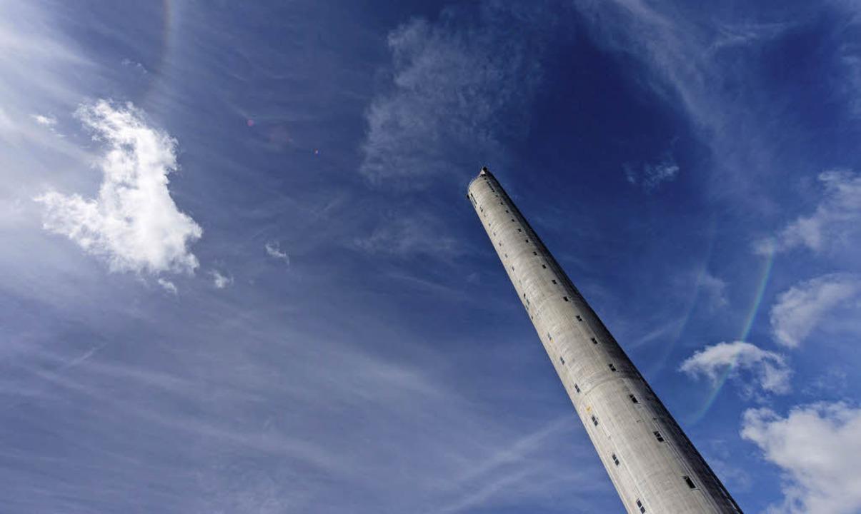 Mit 246 Metern das höchste Gebäude im Südwesten: der Rottweiler Testturm.  | Foto: Patrick Seeger (dpa)