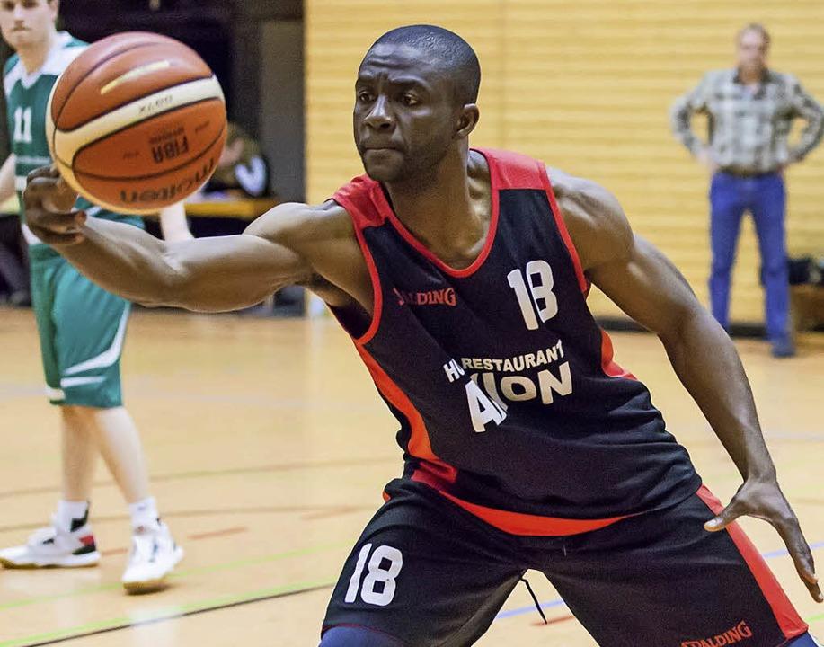 <BZ-FotoAnlauf>Basketball:</BZ-FotoAnl... zum fünften Weiler Sieg in Folge bei.  | Foto: Grant Hubbs