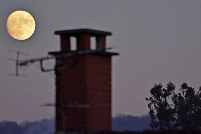 Der Mond ist über Lörrach aufgegangen