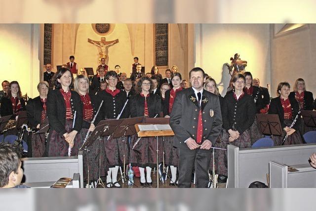 Trachtenkapelle setzt beim Konzert Maßstäbe