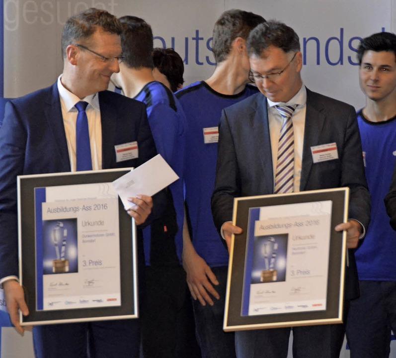 Urkunden, einen Pokal und 1000 Euro Pr...th und Stefan Forster entgegen nehmen.  | Foto: Juliane Kühnemund