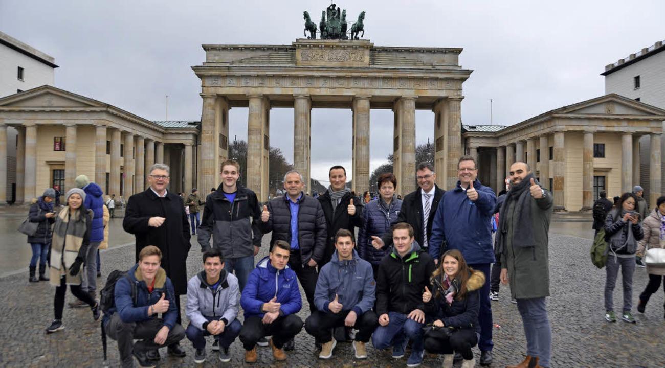 Die Reisegruppe aus Bonndorf machte im...einen Abstecher zum Brandenburger Tor.  | Foto: Juliane Kühnemund