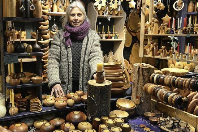 Gabriele Kautsch hat zum 44. Mal einen Stand auf dem Freiburger Weihnachtsmarkt