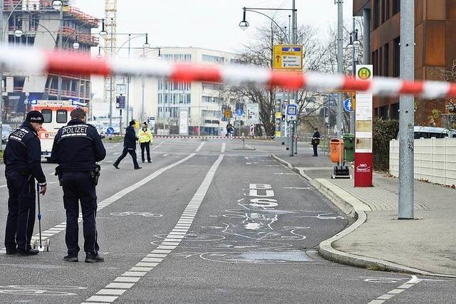 22-jährige Radlerin in der Heinrich-von-Stephan-Straße von Sattelschlepper erfasst und getötet