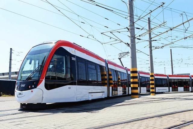 Straßenbahn bleibt liegen und blockiert Linie 3 und 5