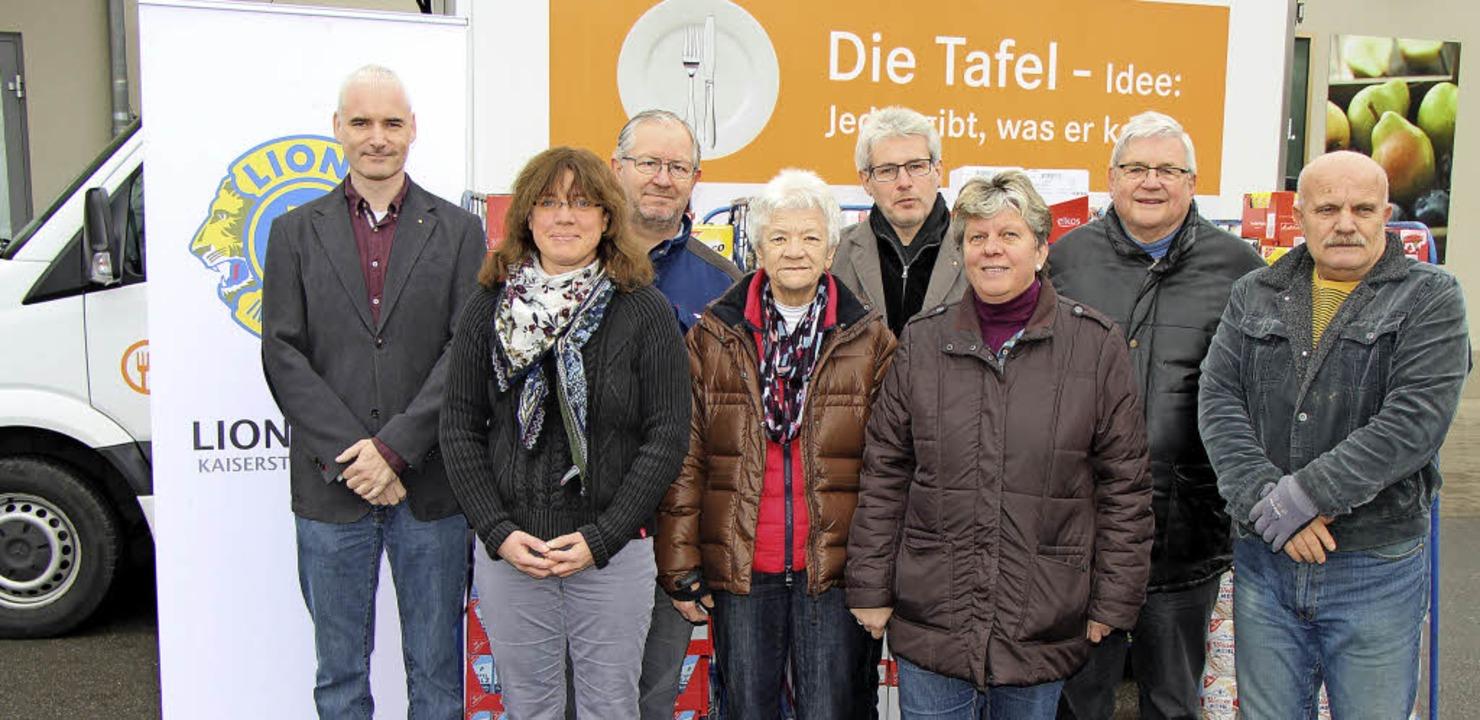 Spendenübergabe:  Links Frank Ganter, ...s,  Leiterin  der Herbolzheimer Tafel.  | Foto: Helmut Hassler