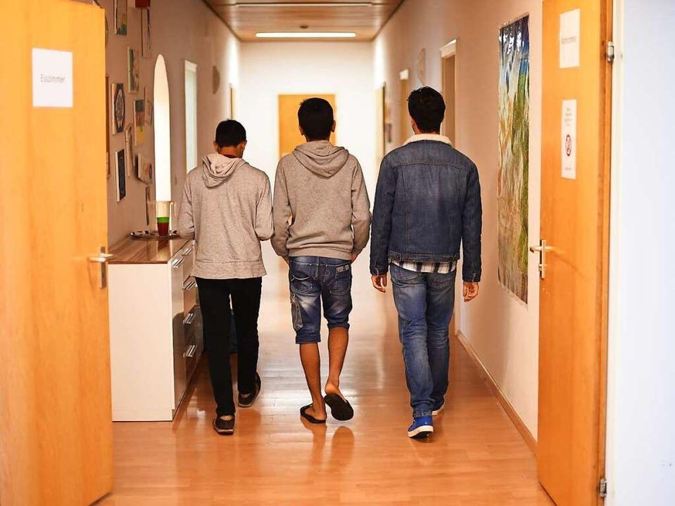 Unbegleitete minderjährige Flüchtlinge...arlsruhe (Symbolbild): Ihre Behandlung    Foto: dpa