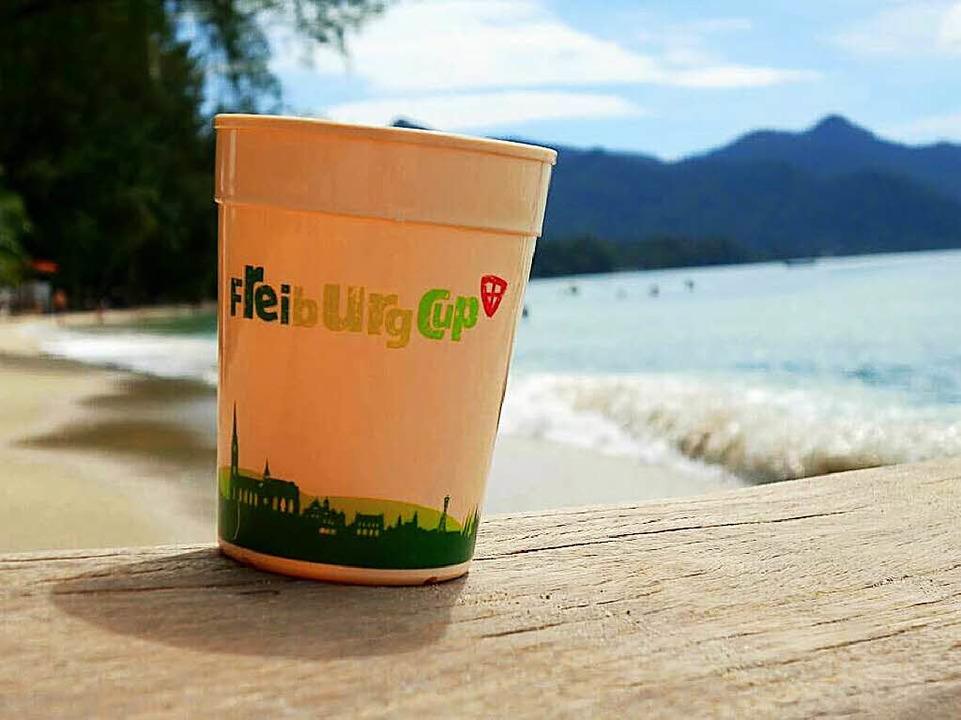 Der Cup ging schon mit auf Reisen: in Thailand   | Foto: Kevin Stachorowski