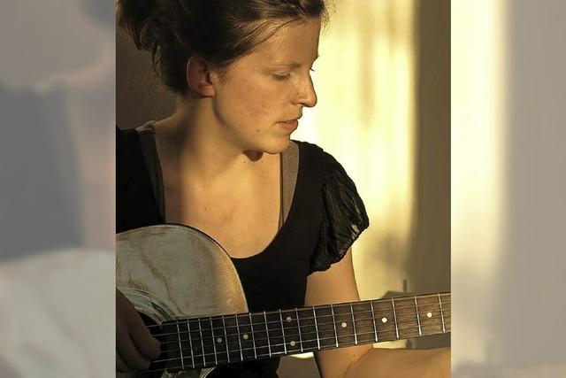 Liedermacherin Maria Jacobi in Hannas Kulturcafé in Schopfheim