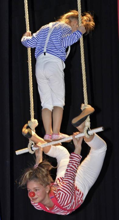 Die jüngsten Akrobaten hatten Spaß am Trapez.  | Foto: Danielle Hirschberger