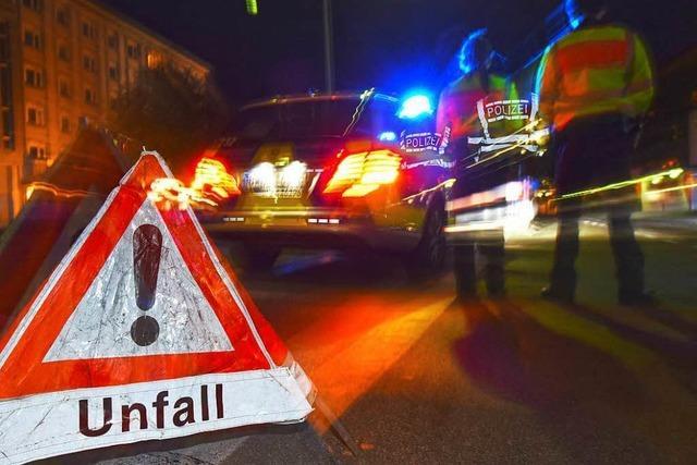 Zwei Personen bei schwerem Unfall eingeklemmt