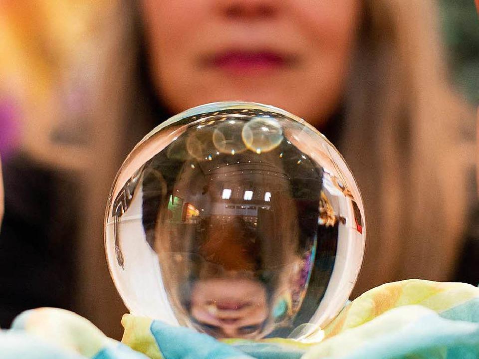 Die Zuverlässigkeit der Kristallkugel scheint eher niedrig zu sein.   | Foto: dpa