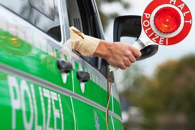 Vollbesetzter Schulbus in Lörrach fährt bei Rot über die Ampel