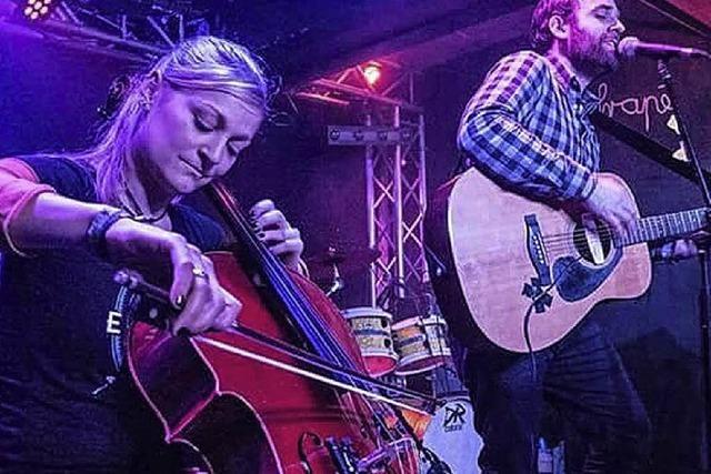 Duo Fuchs & Krüml mit Gitarre und Cello und deutschen Texten