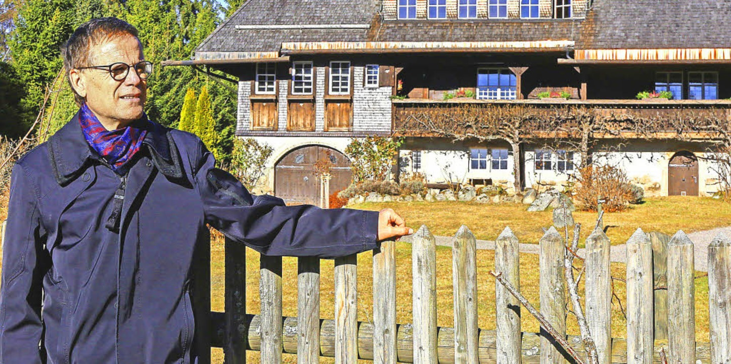 Dr. Jürgen Glocker, Kulturreferent des...r Kulisse Heimatmuseum Hüsli angetan.   | Foto: Wilfried Dieckmann