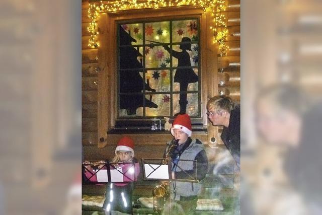 Zum ersten Mal leuchten Adventsfenster in Eichsel