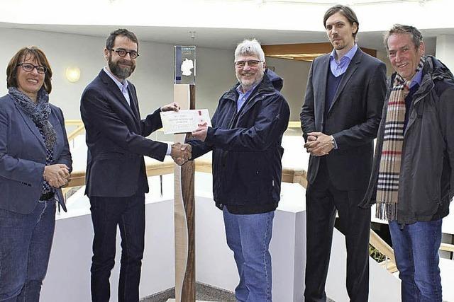 Eine Holzstele für den EEA-Pokal