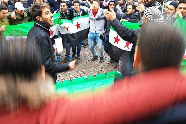 200 Menschen demonstrieren in Freiburg gegen das Kriegsleid in Syrien