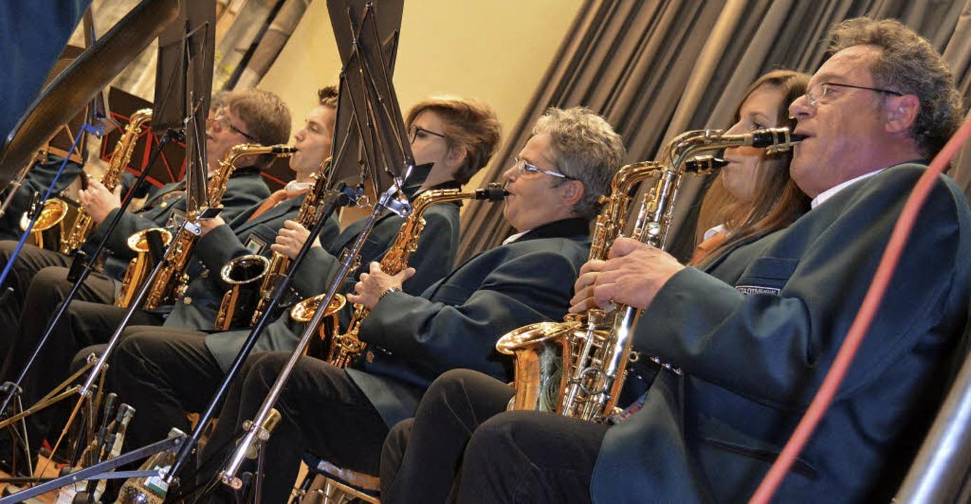 Die Saxophon-Abteilung der Stadtmusik ...ges zum Gelingen der Jahresfeier bei.   | Foto: Steineck